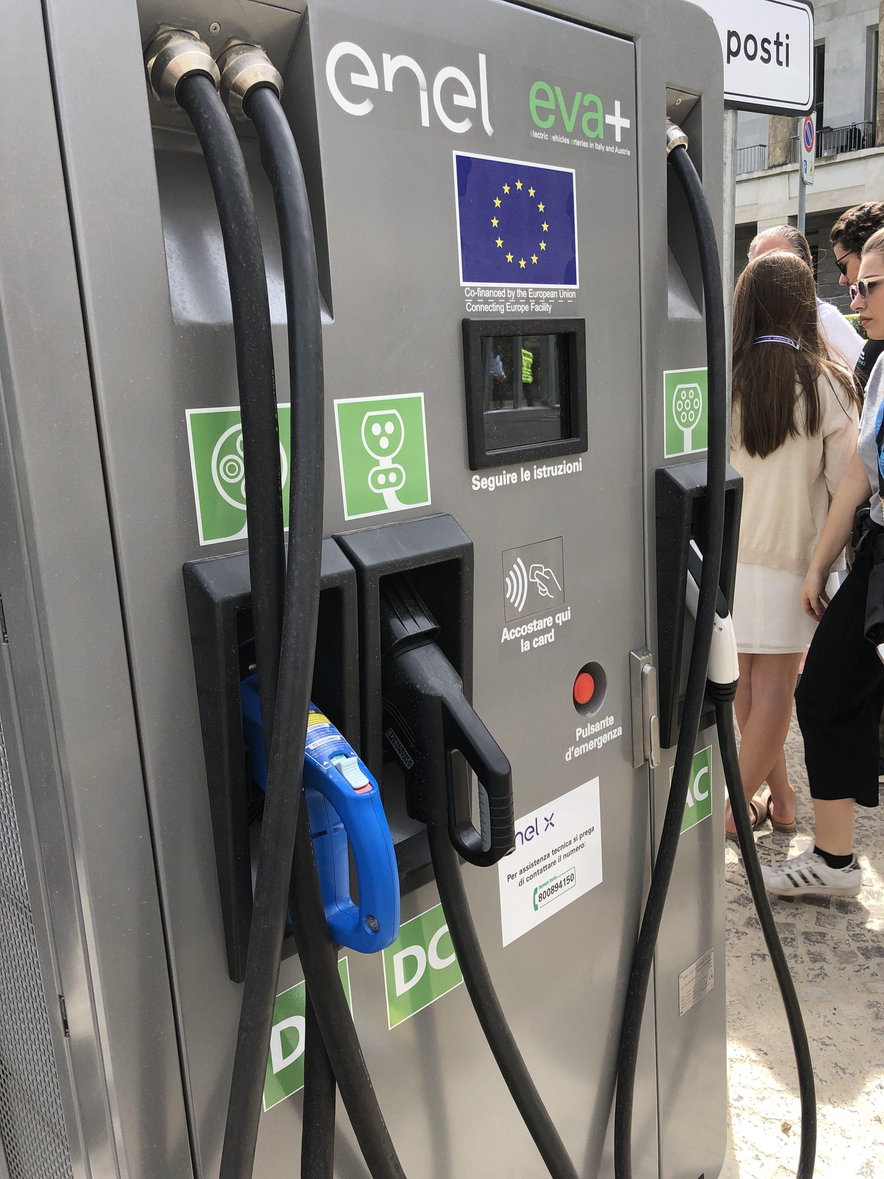 Torino, invasa da 250 colonnine di ricarica elettrica.