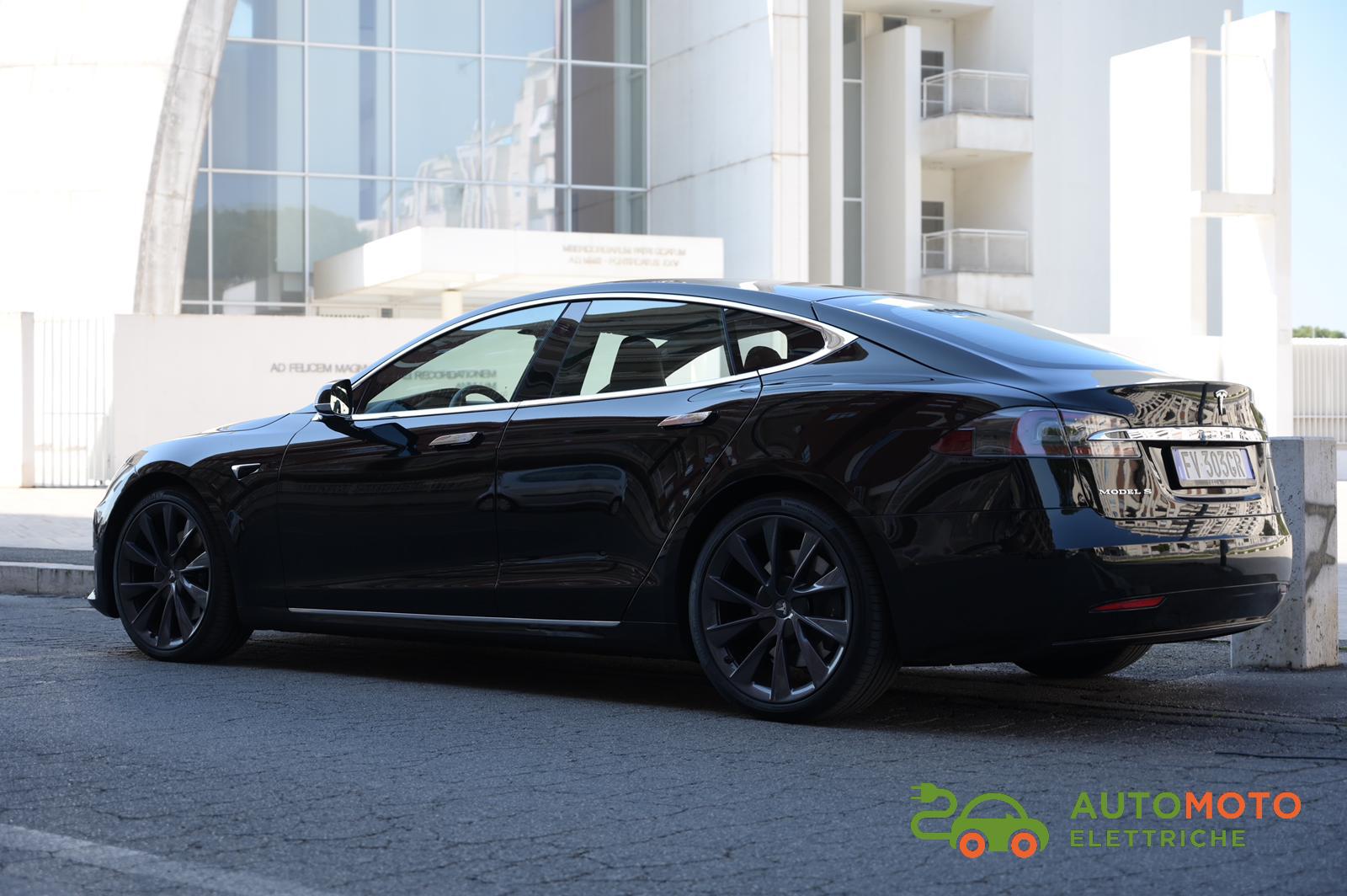 Model S, tutto quello che si può desiderare tra lusso, relax ed autonomia da record.