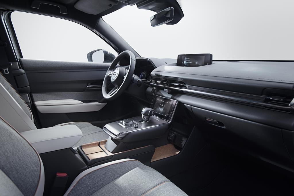 MX- la prima elettrica di Mazda, interni
