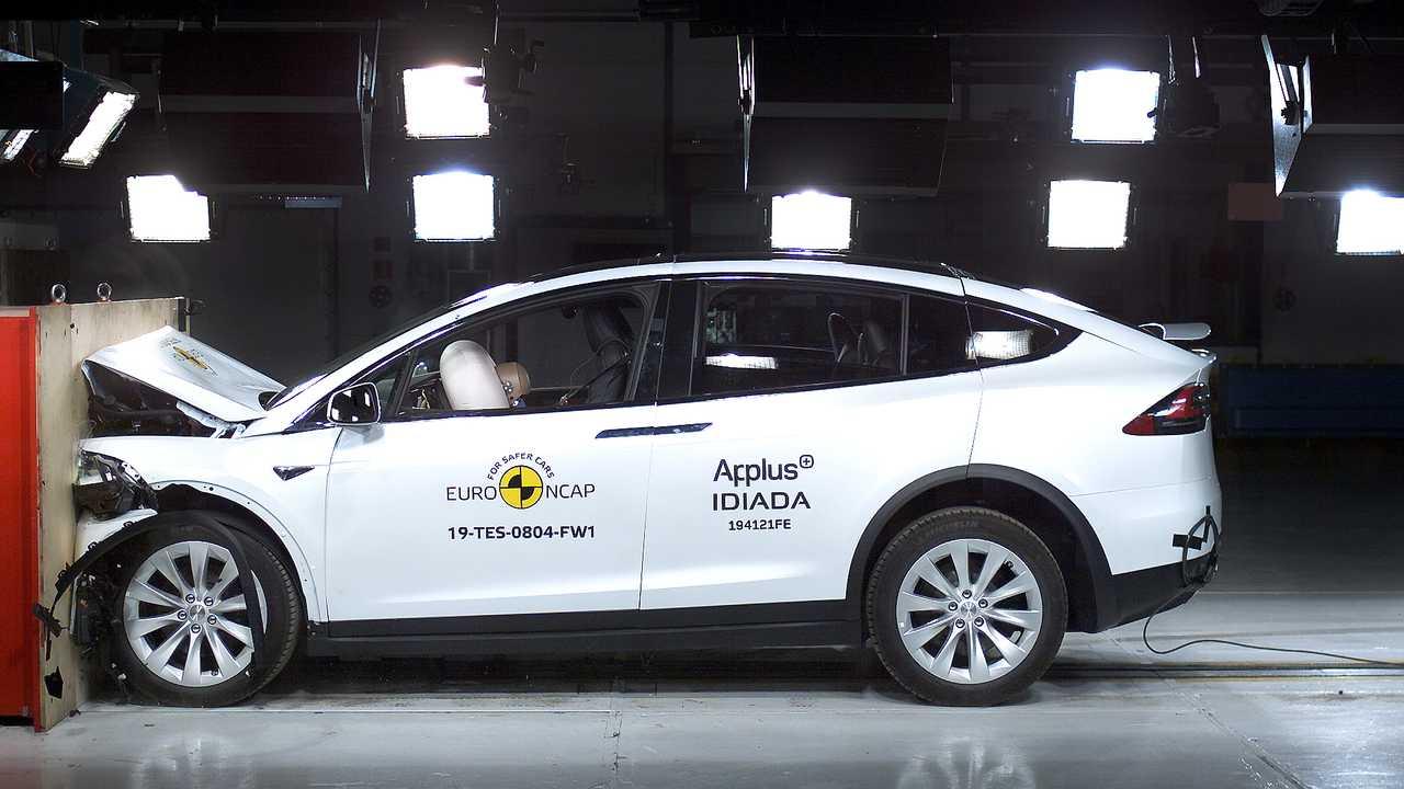 Crush Test Model X: video spettacolare