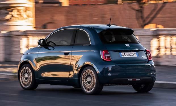 Sharing ad alta tensione: La Fiat 500 elettrica a noleggio
